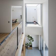黒いハコと庭とのコントラストがステキな家。5