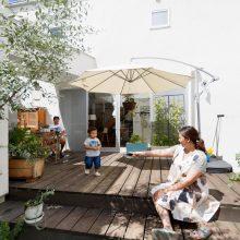 遊びごころいっぱい大きな庭に土管のある家。2