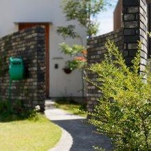 遊びごころいっぱい大きな庭に土管のある家。3