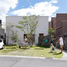 遊びごころいっぱい大きな庭に土管のある家。0