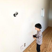 壁を走るラジコン