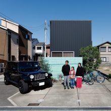 D'S STYLEオーナー第1号の夫婦が選んだ倉庫みたいな黒い家。0