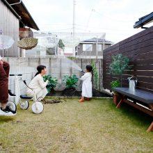 公園みたいな楽しい庭が魅力的な家。2