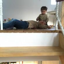 階段を上がると